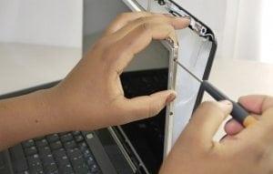Înlocuire display laptop București